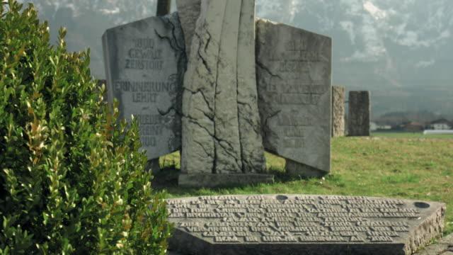 war memorial walserfeld (day) - stor bokstav bildbanksvideor och videomaterial från bakom kulisserna