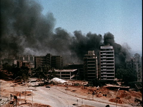vídeos de stock e filmes b-roll de war planes bombing beirut, smoking, burning buildings / soviet propaganda film about the 1982 lebanon war. - veículo aéreo
