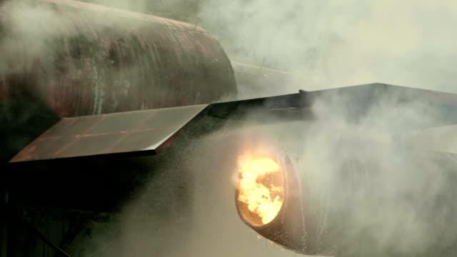 vídeos de stock e filmes b-roll de war - avião de combate