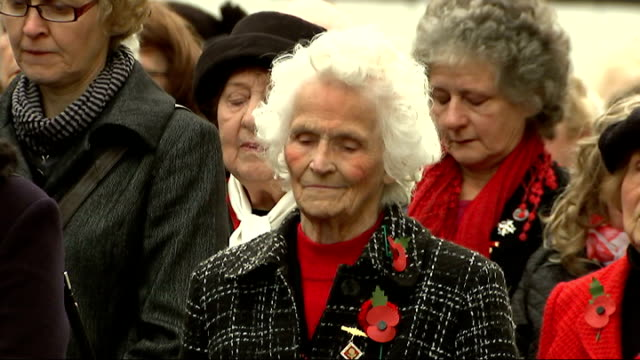 war widows win change of rules on service pensions; whitehall: war widows at ceremony of remembrance at the cenotaph - witwe stock-videos und b-roll-filmmaterial