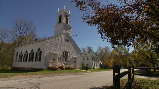 vidéos et rushes de wardsboro yeked parish methodist church with truck passing  - protestantisme
