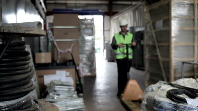 warehause - hubwagen stock-videos und b-roll-filmmaterial