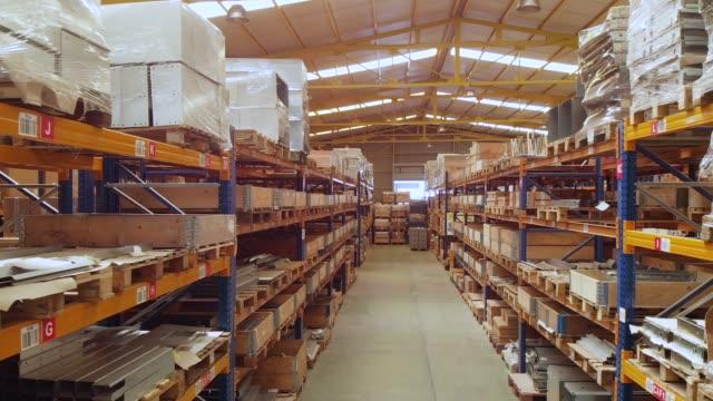 lager in einer fabrik - halle gebäude stock-videos und b-roll-filmmaterial