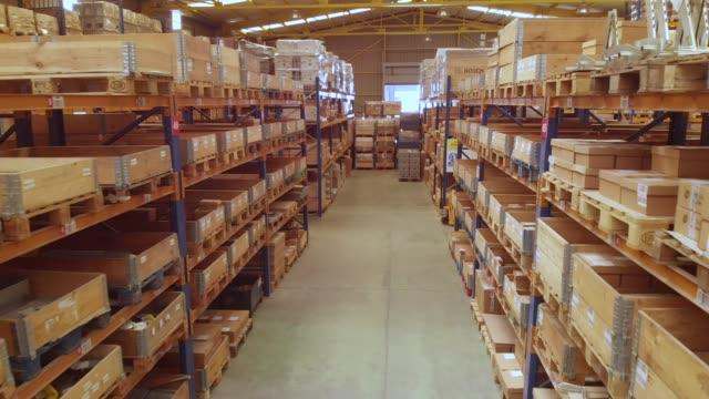 vídeos y material grabado en eventos de stock de almacén de una fábrica - pasillo objeto fabricado