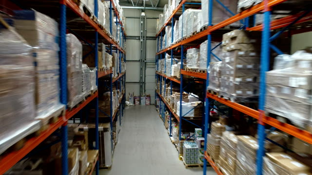 lager-logistikzentrum. luftbild - hubwagen stock-videos und b-roll-filmmaterial