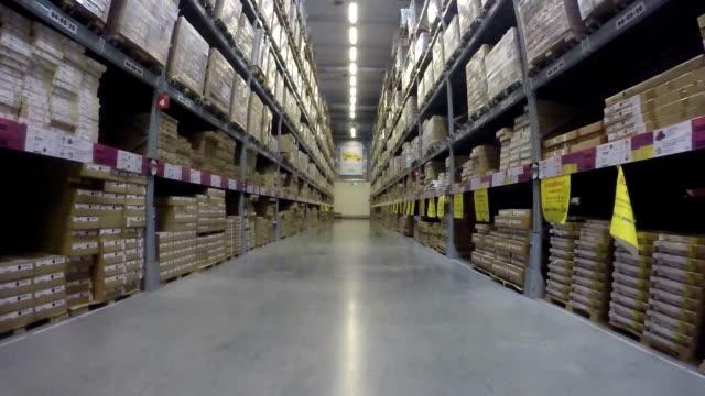 倉庫内の移動 - 倉庫作業員点の映像素材/bロール