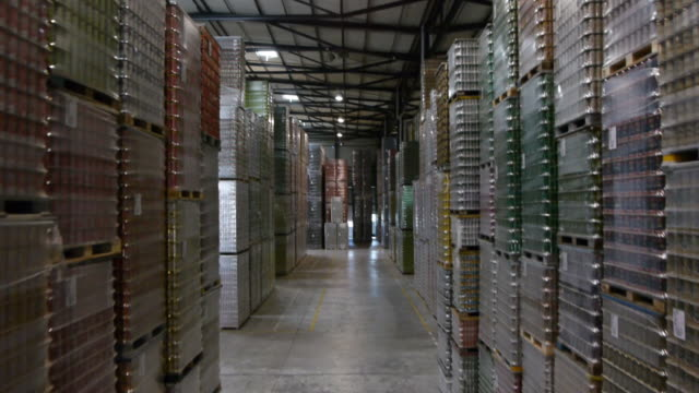 warehouse - hoch position stock-videos und b-roll-filmmaterial