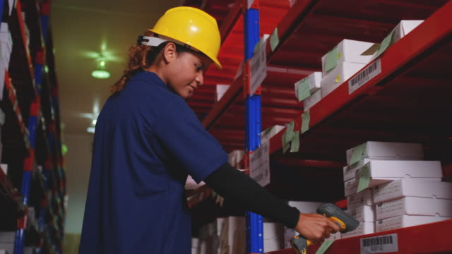warehouse woman worker use bar-code scanner scan and checking product stock - 従業員エンゲージメント点の映像素材/bロール