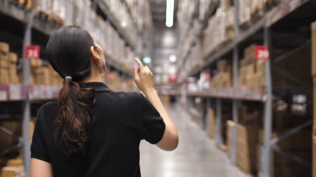 倉庫労働者 - 倉庫作業員点の映像素材/bロール