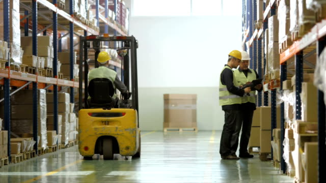 stockvideo's en b-roll-footage met warehouse workers checking the stock - heftruck