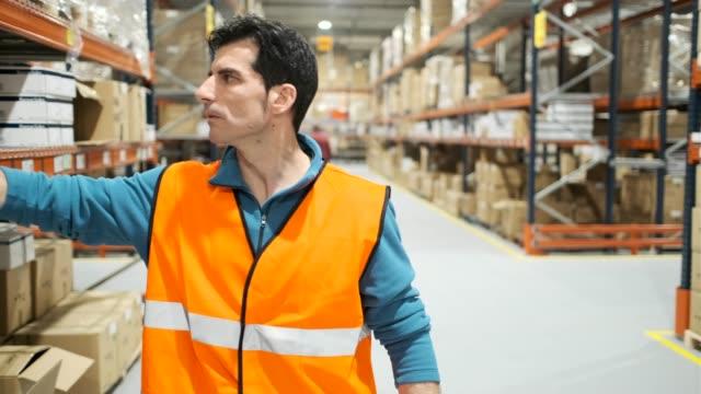 倉庫の作業員。 - 倉庫作業員点の映像素材/bロール
