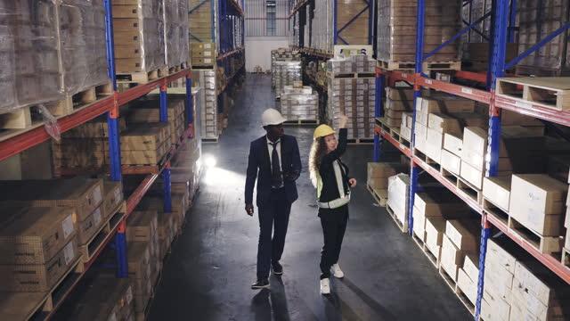 vídeos y material grabado en eventos de stock de trabajadores de almacén. - fiabilidad