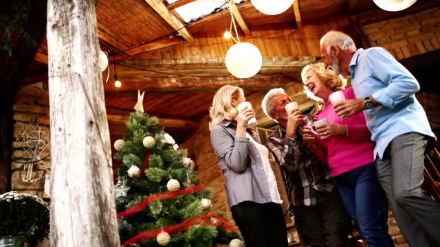 warm weihnachten feiern. - serbien stock-videos und b-roll-filmmaterial