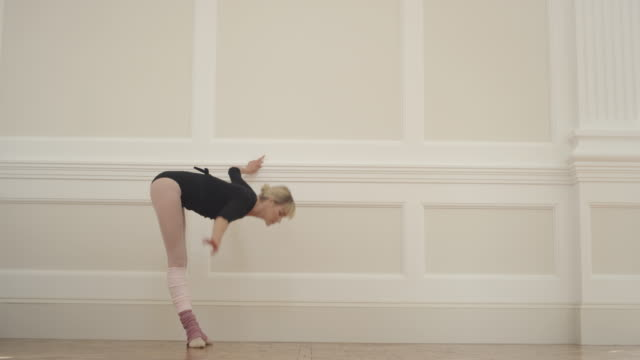 warm up - leg warmers stock videos & royalty-free footage
