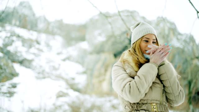 riscaldamento  - cappotto invernale video stock e b–roll