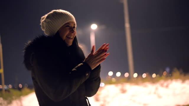 stockvideo's en b-roll-footage met warming-up - koud