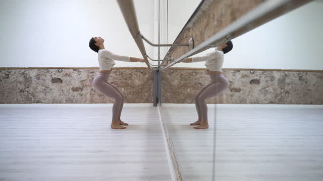 warming-up at the barre fit and pilates gym. - barre stock videos & royalty-free footage