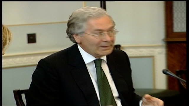 warning from governor of bank of england; itn lib generics england: int mervyn king at meeting zoom in mervyn king at meeting mervyn king - zoom in点の映像素材/bロール