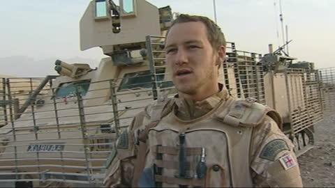vídeos y material grabado en eventos de stock de warns of drugs crisis following increase in heroin production; afghanistan: malmand: ext tanks raising clouds of dust as along in desert tank along... - royal marines