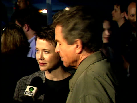 warren beatty and annette bening speak to reporters on the red carpet. - warren beatty stock videos & royalty-free footage