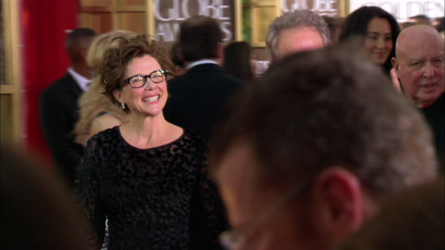 warren beatty annette bening walking down crowded red carpet at the beverly hilton hotel - beverly beatty stock videos & royalty-free footage
