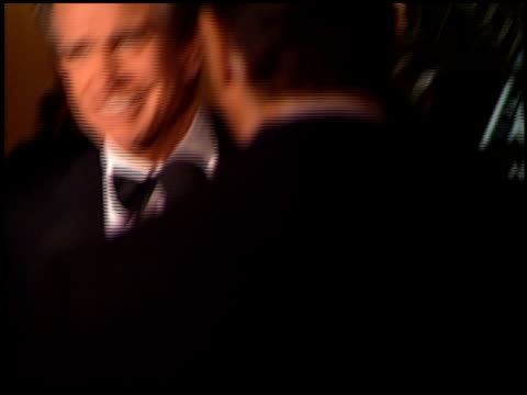 warren beatty at the afi awards honoring dustin hoffman at the beverly hilton in beverly hills california on february 18 1999 - beverly beatty stock videos & royalty-free footage