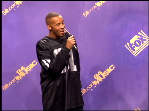 stockvideo's en b-roll-footage met warren g at the 1994 billboard music awards at universal amphitheatre in universal city california on december 7 1994 - 1994