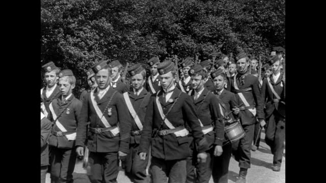 vídeos de stock, filmes e b-roll de warrington walking day procession 1902 - inglaterra