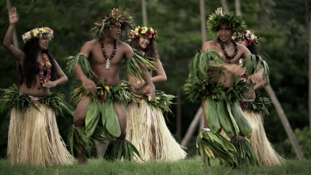 warrior dressed polynesian men with hula girls dancing - tahitian culture stock videos & royalty-free footage