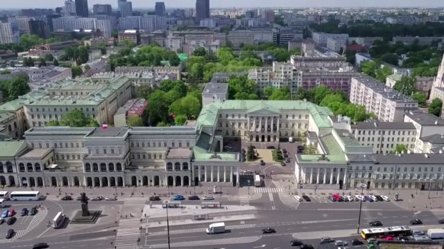 warsaw city hall on bankowy square - rathaus stock-videos und b-roll-filmmaterial