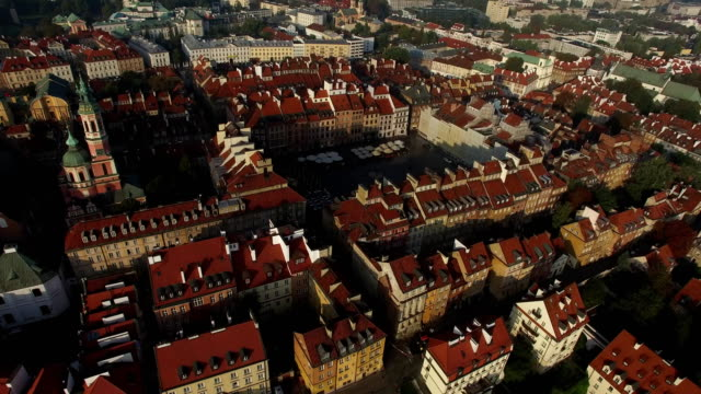 stockvideo's en b-roll-footage met warsaw old town square - oude stad