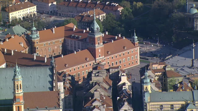warsaw, poland.the royal castle and the old town in warsaw. castle square and the zygmunt's column. - warsaw stock videos & royalty-free footage