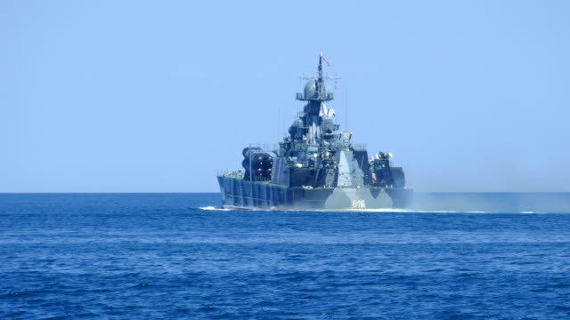 warship in the sea - marina personale militare video stock e b–roll