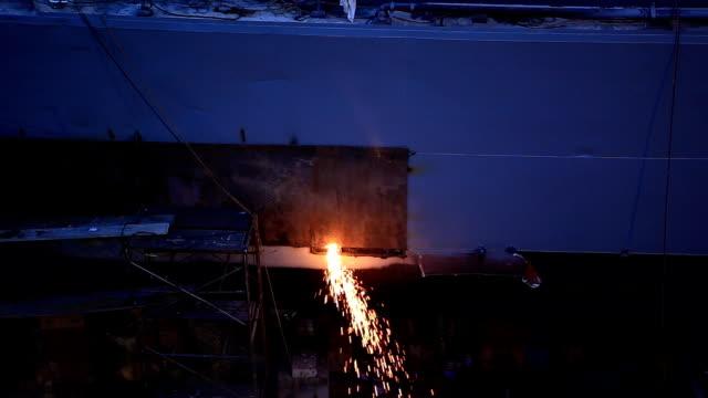 Kriegsschiff Flicken in dock
