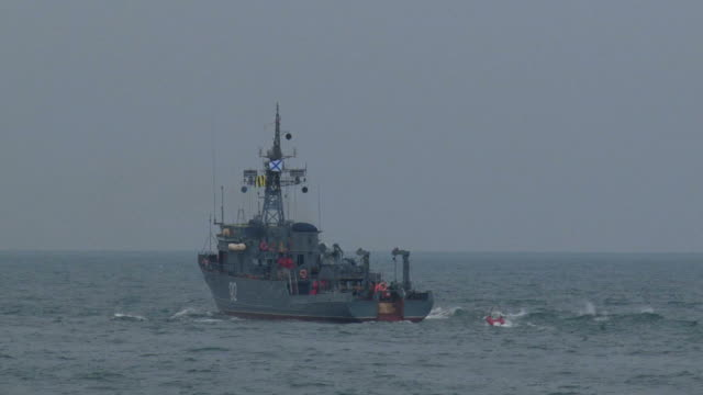 kriegsschiff - konvoi stock-videos und b-roll-filmmaterial