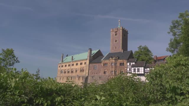 wartburg castle - 宗教的指導者 マルティン・ルター点の映像素材/bロール