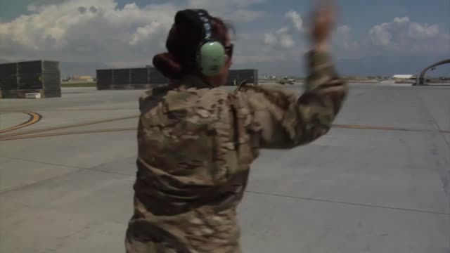 stockvideo's en b-roll-footage met warthogs 303rd fighter squadron reserve unit based out of whiteman air force base missouri deployed at bagram airfield afghanistan - bagram air base