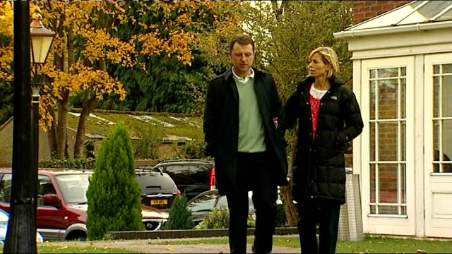 warwickshire: birmingham: ext kate mccann and gerry mccann along through grounds of hotel - kate mccann stock-videos und b-roll-filmmaterial