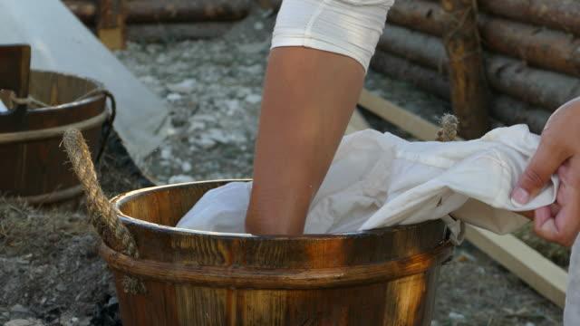 wäsche händewaschen - knochen im beckenbereich stock-videos und b-roll-filmmaterial