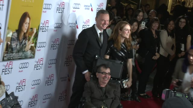vídeos y material grabado en eventos de stock de wash westmoreland julianne moore and richard glatzer at afi fest 2014 presented by audi still alice premiere at dolby theatre on november 12 2014 in... - teatro dolby