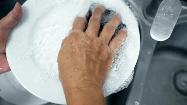 washing at kitchen sink - lavastoviglie video stock e b–roll