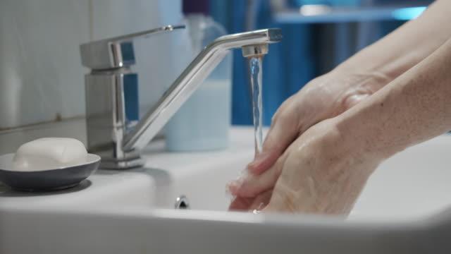 vídeos de stock, filmes e b-roll de lavar as mãos no banheiro - domestic bathroom