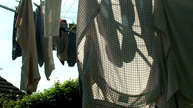 stockvideo's en b-roll-footage met washing line - wasknijper