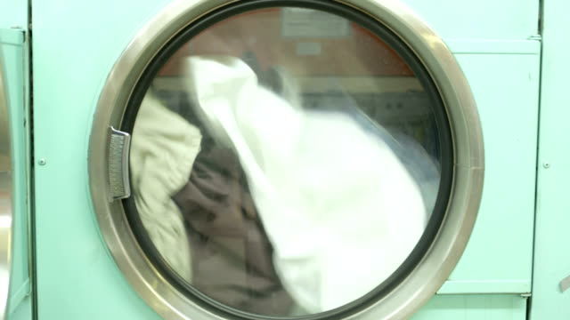 ms a washing machine spins laundry - waschsalon stock-videos und b-roll-filmmaterial