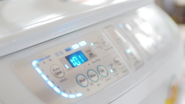 vídeos de stock, filmes e b-roll de máquina de lavar roupa - laundry detergent
