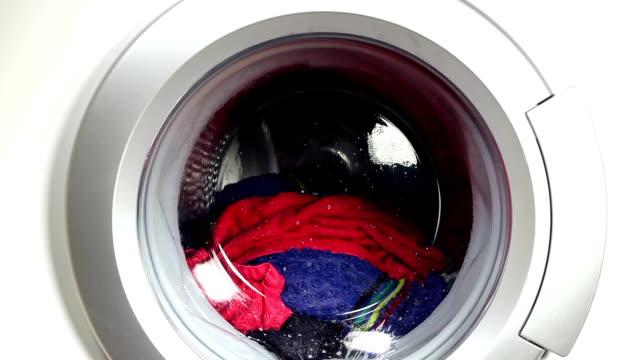 waschmaschine - wäsche stock-videos und b-roll-filmmaterial