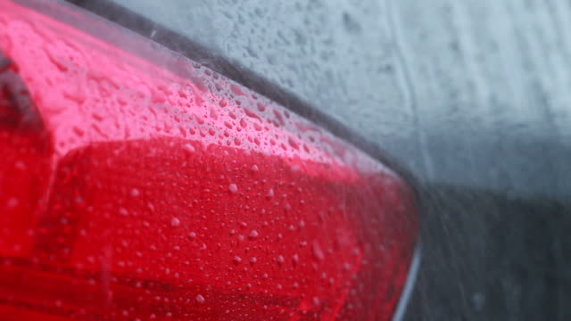 stockvideo's en b-roll-footage met washing the taillight - wassen