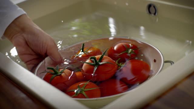 Waschen Tomaten