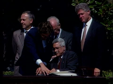 lib 1993 usa washington dc abbas signing oslo accord then us president bill clinton arafat and others applauding - 1993 stock videos & royalty-free footage