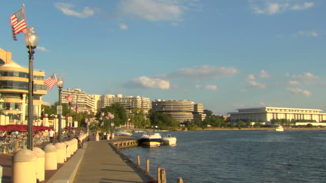 vídeos de stock e filmes b-roll de washington, dc boardwalk_ws4 hd (1080/24p - george washington